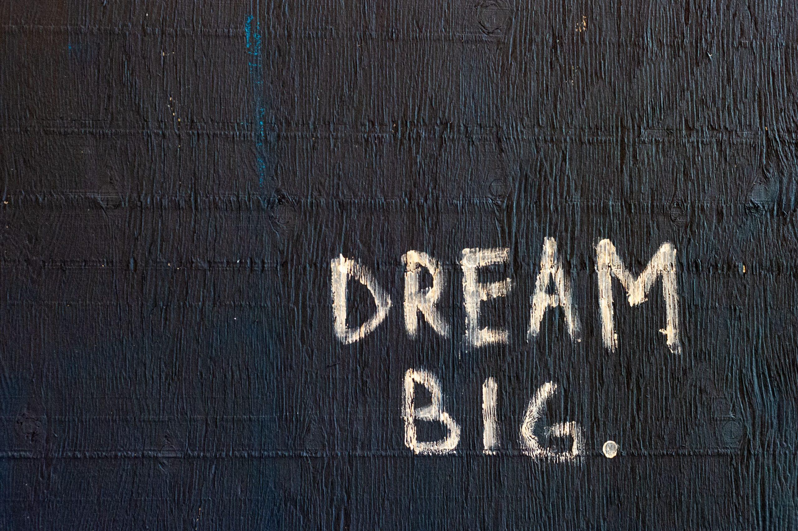 viedereve 1 scaled - Comment utiliser la loi d'attraction pour créer la vie de tes rêves ?